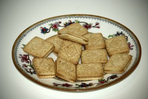 plate of custard creams